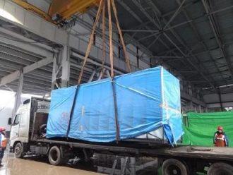 Выгрузка с автотранспорта станков OKUMA на строящемся заводе GM-Avtovaz в Тольятти