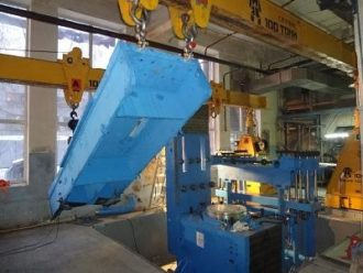 Presses PANSTONE unloaded, shifted and mounted in Yekaterinburg