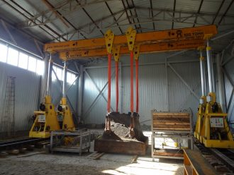 Hammer anvil block set to final position in Bolshoy Istok, Sverdlovskaya Oblast