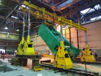 Rigging operations performed at Urals Pipe Works
