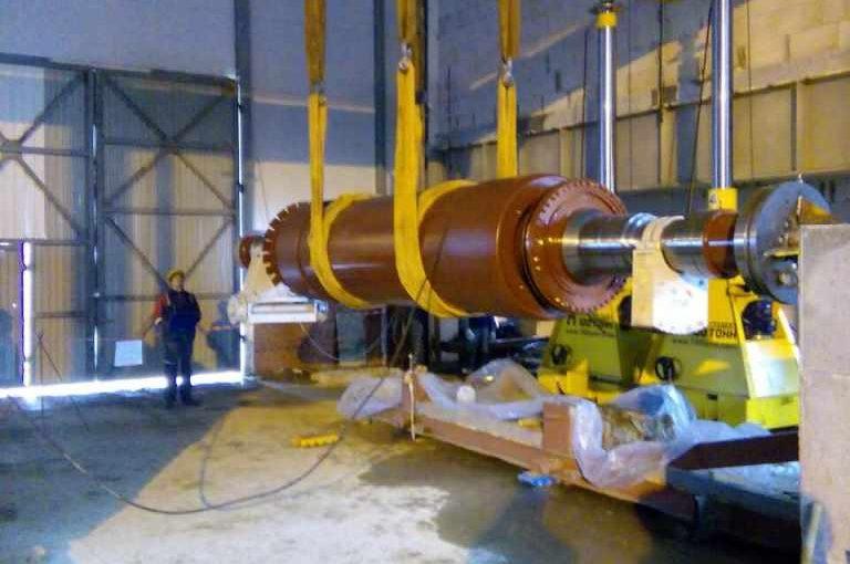 Установка роторов в статоры на Талаховской и Маяковской ТЭС в Калининградской области