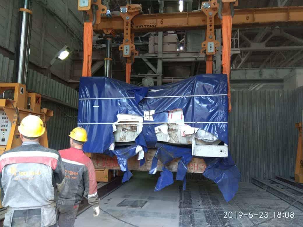 Выгрузка пресса SACMI РН3590 на территории завода