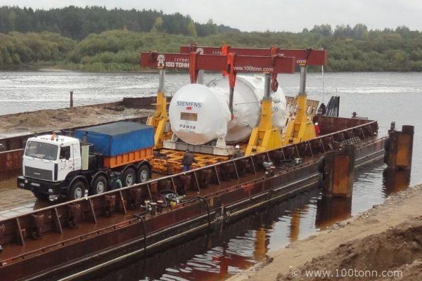 Выгрузка газовой турбины и генератора Siemens с двух барж