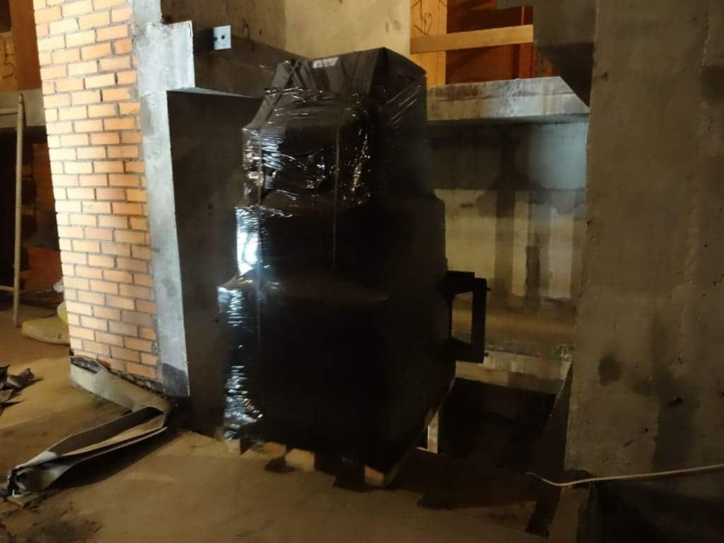 Подъем медицинского оборудования на высоту 4,7 м вилочным погрузчиком через шахту лифта