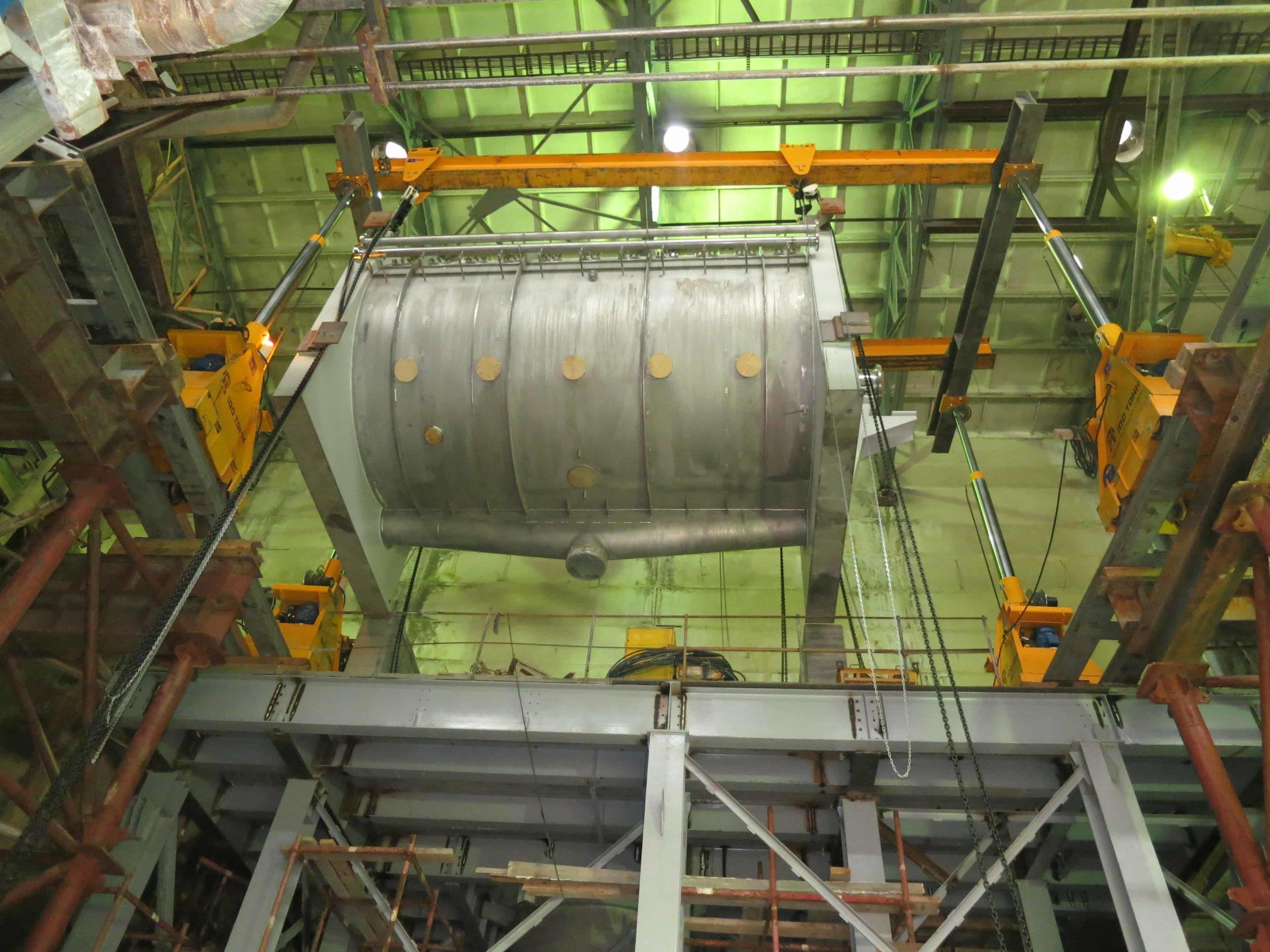 Подъем оборудования в цехе с помощью портала на отметку 10,4 метра