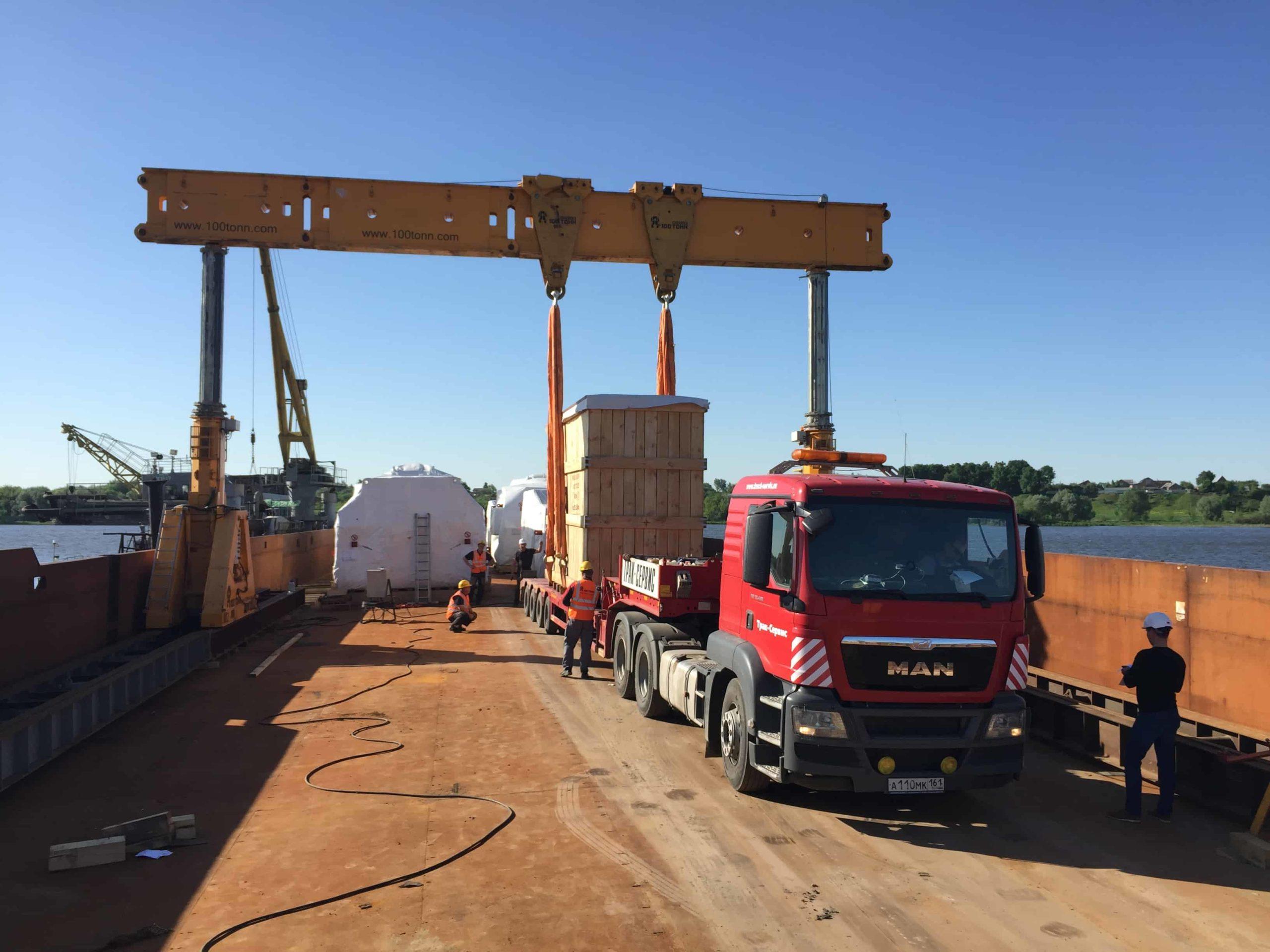 Погрузка Mobile bolster весом 47 тонн в порту Коломна