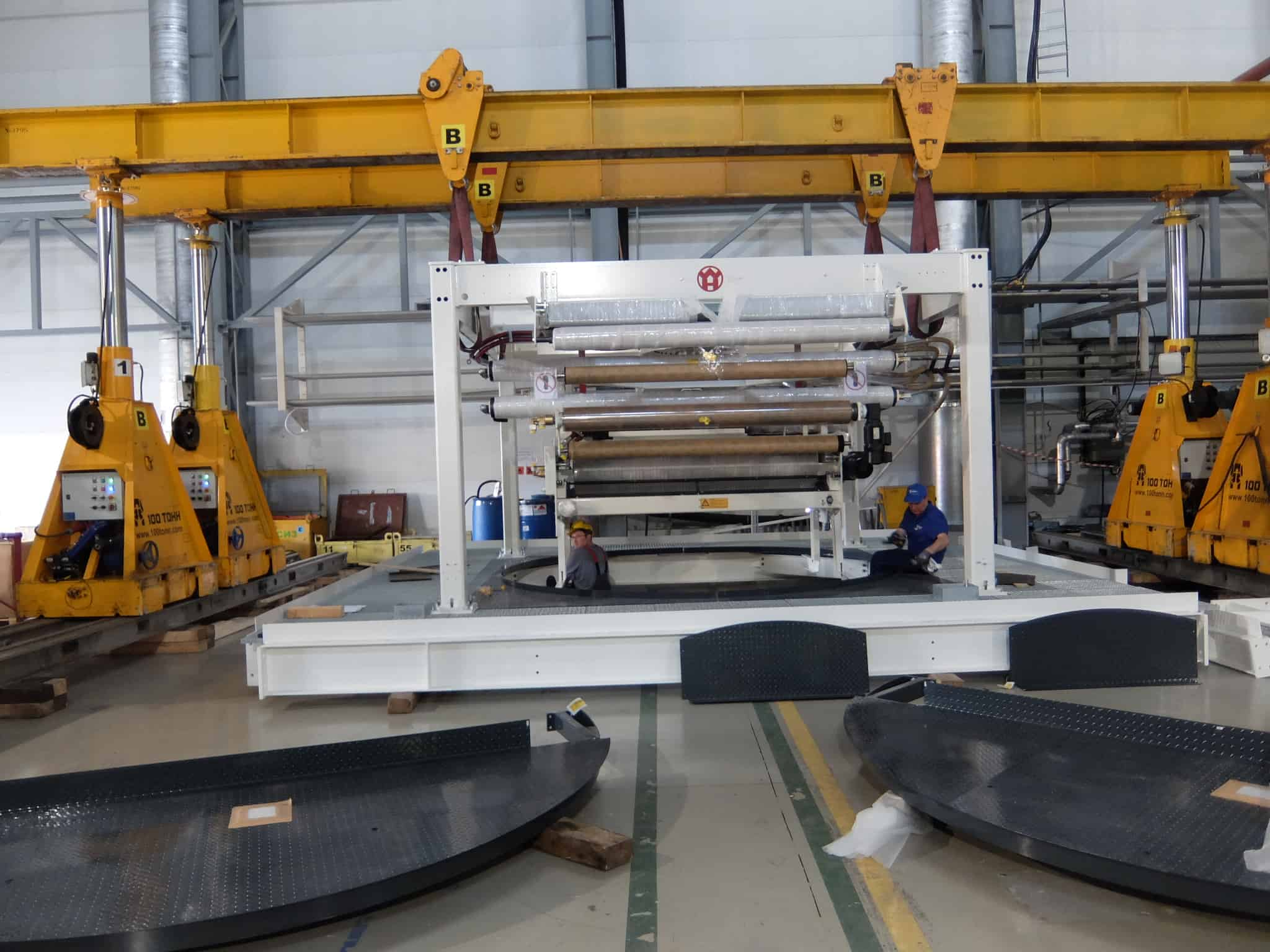 Сборка экструдера на верхней̆ секции на заводе Монди-Уралпластик
