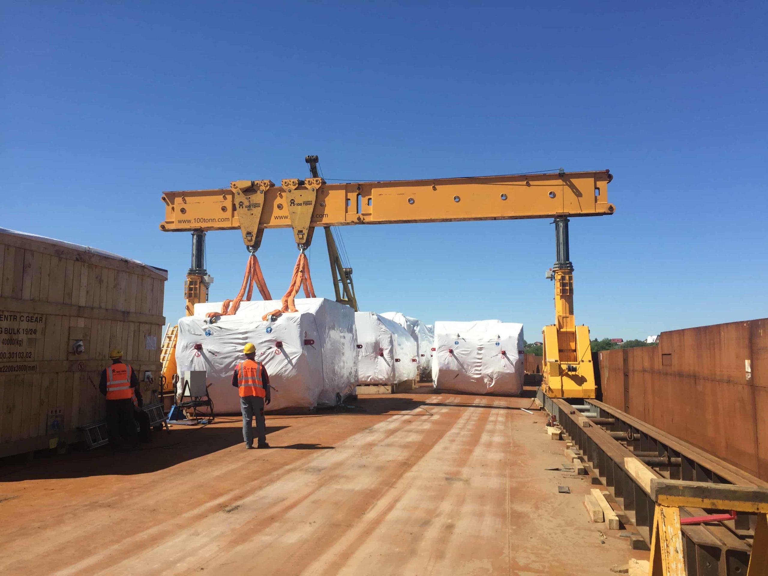 Такелажные работы Строповка Crown –110 тонн в порту в Московской области