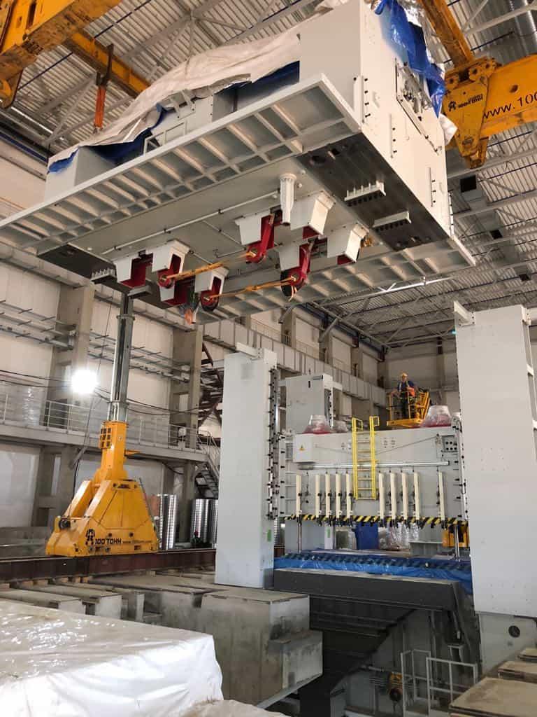 Установка короны пресса FAGOR на колонны с помощью портальной системы