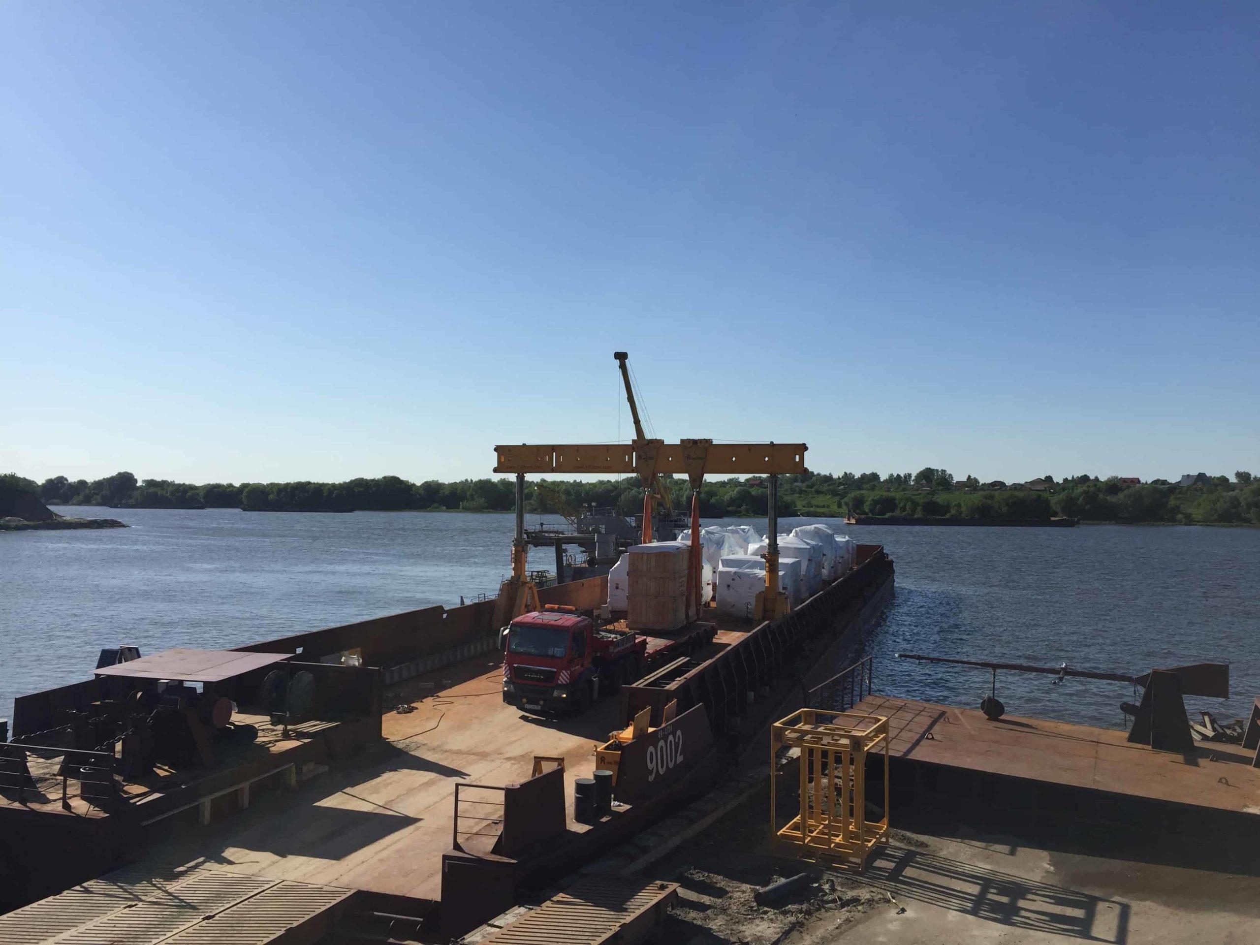 Выгрузка оборудования общим весом 1214 тонн с баржи