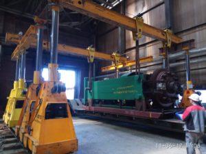 Крупногабаритное оборудование транспортируют в горизонтальном положении